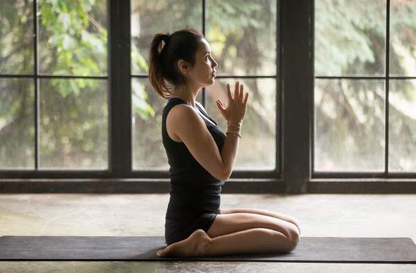 Tư thế Anh hùng yoga