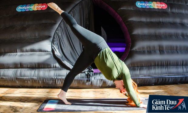 Meegan Bradley đang dạy yoga trực tuyến cho hơn 30 học sinh khác nhau. (Ảnh: Meegan Bradley)