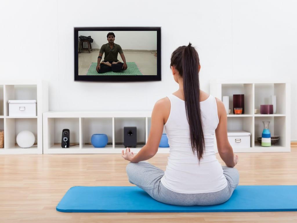Thảm tập yoga cao cấp là dụng cụ hỗ trợ tốt cho bài tập tại nhà